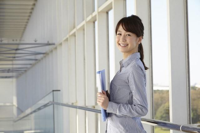 職場に好きな人がいるときの女性の行動・態度14選